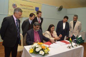 Signing ceremony of Memorandum of understanding between St Andrew's School and Greenwich_University